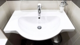 How to seal the bathroom fixture