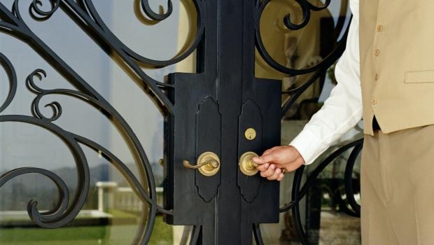 Restore an iron door