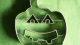 Halloween candy: molds, recipes and ingredients