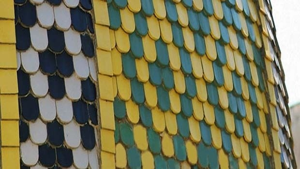 Colored tiles for roofs