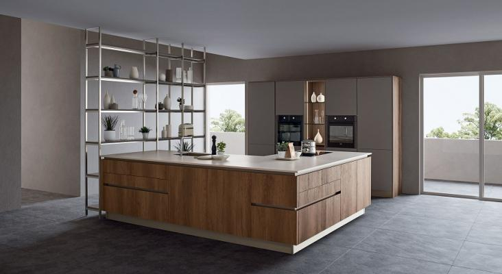 Kitchen-with-columns-and-corner-peninsula-oyster-leccio-cognac-by-veneta-kitchens