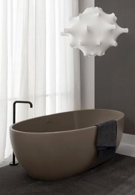 Freestanding-bathtub-in-living-tec-sandstone-ceramic-sky