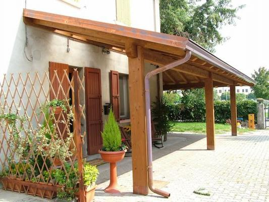 The-wooden-shed-can-also-be-just-a-shielding-element-pinterest