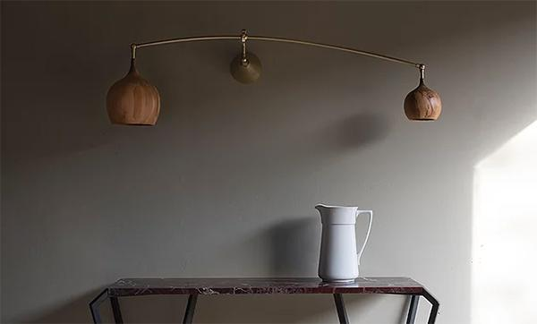 Luci a muro in legno Cupola Poise Wall Light di Tamasine Osher