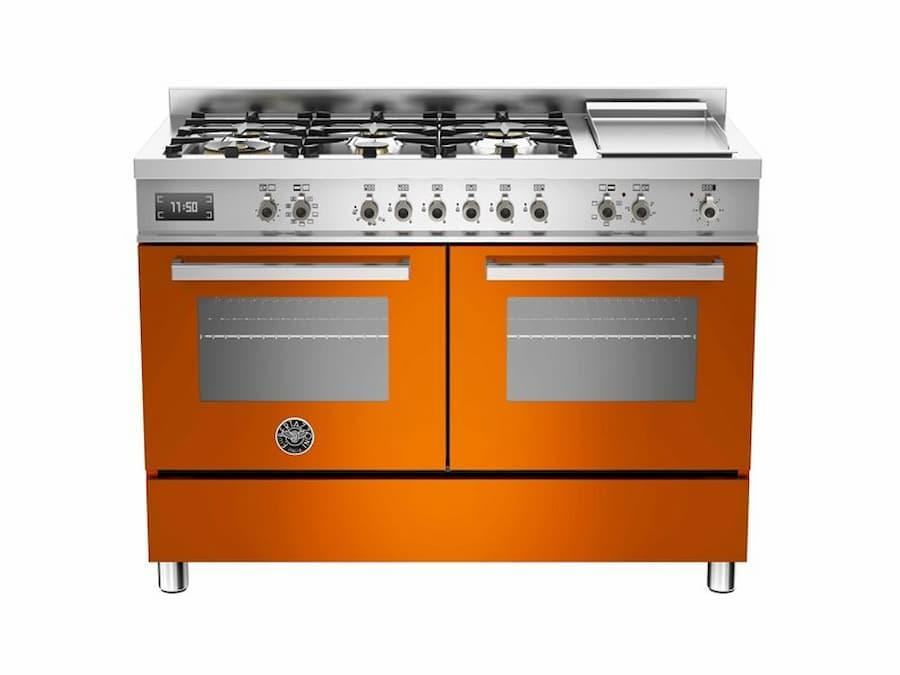 Freestanding-kitchen-in-orange-model-Bertazzoni